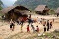 Khó khăn là thế nhưng cô giáo và các cháu lớp mẫu giáo người dân tộc Mảng ở xã Nâm Ban (Sìn Hồ - Lai Châu) vẫn hồn nhiên với bài thể dục buổi sáng.