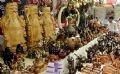 Các sản phẩm thủ công mỹ nghệ làm từ dừa tại hội chợ.