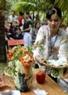 Cuộc thi trưng bày món ăn truyền thống thu hút nhiều phụ nữ Bến Tre tham gia.