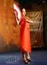 Trình diễn trang phục được làm từ chất liệu giấy của các nghệ sĩ Quảng Nam.