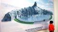 Bức phác thảo Tượng đài Mẹ Việt Nam anh hùng, lấy nguyên mẫu mẹ Nguyễn Thị Thứ ở huyện Điện Bàn (tỉnh Quảng Nam) được trưng bày tại triển Lãm.