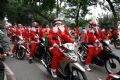More than 40 employees of YAMAHA acting as the Santa Claus showing off on Yamaha motorbikes on Hanoi streets and distributing gifts to customers.