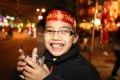 Nụ cười chiến thắng nở bừng trên bờ môi em bé Hà Nội.