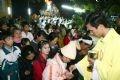 Giáo dân đến dự Thánh Lễ Giáng sinh tham gia rước lễ để được hưởng hồng ân Thiên Chúa.