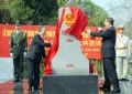Vietnamese Deputy Prime Minister and Foreign Minister Pham Gia Khiem (right) and Chinese Party Central Committee member and State Councillor Dai Bingguo open the new border landmark 1116 at Huu Nghi international border gate – Photo by Nhan Sang –VNA