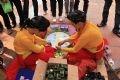 Những cô gái mặc áo tứ thân làm bánh phu thê, thứ bánh nổi tiếng của người làng Hải Châu.