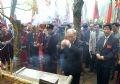 Chủ tịch Quốc hội Nguyễn Văn An, Phó Thủ tướng Phạm Gia Khiêm thắp hương trên Đền Thượng trong ngày Giỗ Tổ Hùng Vương.