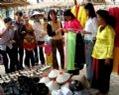 Chợ quê, nét văn hóa trong ngày hội.