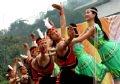 Исполнение народных танцев во время праздника
