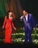 """Đại sứ Sugi Ryotaro và ca sĩ Godai Natsuko với bài hát """"Những thiên thần""""."""