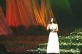 """Ca sĩ Shimatani Hitomi với hai bài hát """"Nếu muốn khóc"""" và """"Người con gái có màu tóc hạt dẻ""""."""