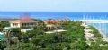 Một góc đảo Trường Sa Lớn với mái ngói đỏ tươi chen lẫn giữa màu xanh tràn đầy sức sống.