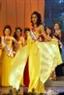 Thí sinh Lê Thị Thu đến từ Thanh Hóa rực rỡ trong trang phục dạ hội.