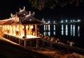 Lễ cúng vong linh các Anh hùng Liệt sĩ đã hy sinh trong chiến tranh tại Bến thả hoa trên dòng sông Thạch Hãn (Quảng Trị).