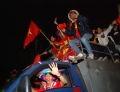 Bóng đá Việt Nam lên ngôi