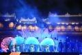 Danse aux éventails des artistes vietnamiens.