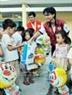 Đoàn công tác Hội Chữ thập đỏ TpHCM đã đến thăm, vui tết Trung thu và tặng quà cho các em thiếu nhi tại xã đảo Thạnh An, huyện Cần Giờ. Ảnh: Thế Anh-TTXVN