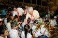 Chủ tịch Quốc hội Nguyễn Phú Trọng vui Tết Trung thu và chia quà cho các cháu thiếu niên, nhi đồng  tại huyện Ứng Hòa, thành phố Hà Nội. Ảnh: Trí Dũng - TTXVN