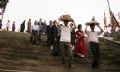 乡民踊跃来到村庙进香祈禄。