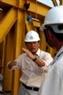 日本监督咨询项目经理Haisuo Yanagawa 先生在合龙前检查技术。