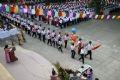 Nghi lễ diễu hành của học sinh lớp 10 tiến vào sân trường tại trường THPT Phan Đình Phùng, Hà Nội.