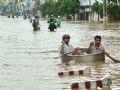 Đường phố ở TP Nha Trang, Khánh Hòa ngập sâu trong nước lũ.