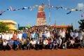 Kỷ niệm dưới biểu tượng chủ quyền nước CHXHCN Việt Nam trên huyện đảo Trường Sa.