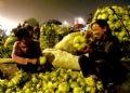 很多家庭主妇喜欢在这里购买疏菜和水果,因为价廉物美
