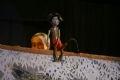 日本人は「観客がのろま人形の演目の木之助の小便がかかったら運が良く、特に子宝に恵まれる。」と信じている。