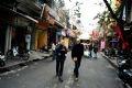 Les vieilles rues de Hanoï du quartier Hoan Kiêm captivent les  touristes étrangers.