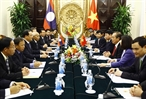 Dans laprès-midi du 23 octobre 2017 à Hanoï le vice-Premier ministre Truong Hoà Binh a reçu et a eu un entretien avec le vice-Premier ministre laotien Sonesay Siphandone en visite de travail au Vietnam. Photo : An Dang/AVI