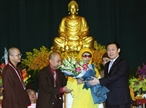 On November 21 2017 in Hanoi the Buddhist Shangha of Vietnam held the opening ceremony of the Eighth National Buddhism Congress for 2017-2022 with the participation of leaders of the Party State and representatives from ministries sectors; dignitaries monks nuns and followers nationwide and international delegations. In the photo: Deputy Prime Minister Vuong Dinh Hue presents flowers to Most Venerable Thich Pho Tue Head of the Buddhist Shangha of Vietnam. Photo: Nguyen Dan/VNA
