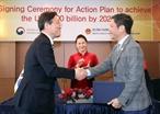 韓国公式訪問のエリアにおいて、2018年12月6日の午前、ソウル特別市で、グエン・ティー・キム・ガン(Nguyen Thi Kim Ngan)国会議長はベトナム工商省と韓国の工業・貿易・財源省間の行動プログラムの調印式に出席した。撮影:チョン・ドゥック―ベトナム通信社