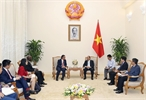 Prime Minister Nguyen Xuan Phuc had a reception for Sri Idris Jala chief executive officer of the Performance Management and Delivery Unit (Pemandu) of Malaysia in Hanoi on July 18. Photo: Thong Nhat/VNA