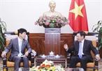 El 9 de agosto de 2018 en Hanoi el viceprimer ministro y canciller vietnamita Pham Binh Minh (D) recibió al ministro de Estado para Relaciones Exteriores de Japón Kazuyuki Nakane de su visita de trabajo en Vietnam. Foto: Lam Khanh – VNA
