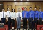 El 13 de agosto de 2018 en Hanoi el primer secretario de la Unión de Jóvenes Comunistas Ho Chi Minh (UJCHCM) Le Quoc Phong recibió al miembro del Secretariado de la Unión de Jóvenes Comunistas de China (UJCCh) Fu Zhenbang y su delegación de la UJCCh quienes han estado en Vietnam para participar el programa del XVIII Encuentro Amistoso de la Juventud Vietnam-China 2018. En la foto: El primer secretario de la UJCHCM Le Quoc Phong el miembro del Secretariado de la UJCCh Fu Zhenbang y delegados de las dos organizaciones juveniles en el encuentro. Foto: Van Diep – VNA