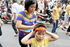 Người dân náo nức xem lễ diễu binh, diễu hành lớn nhất trong lịch sử.
