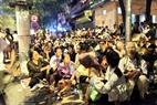 Trong đó có rất đông bà con từ các tỉnh cũng náo nức về chờ cả đêm để được xem diễu binh, diễu hành.