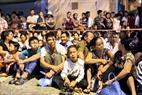 Rất đông người dân đã hào hứng chờ cả đêm được xem lễ diễu binh, diễu hành lớn nhất trong lịch sử.