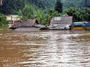Nhà dân ở xã Sơn Trạch (huyện Bố Trạch, Quảng Bình) ngập chìm trong lũ. (Ngọc Châu-Duy Hưng - TTXVN)
