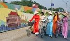 Một số hình ảnh về con đường gốm sứ ven sông Hồng.
