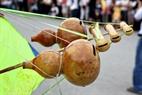 Một kiểu sáo diều làm bằng quả bầu khô.