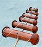 Sáo diều, dụng cụ tạo âm thanh của những con diều truyền thống Việt Nam.