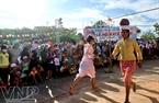 những trò chơi dân gian của dân tộc Chăm trong lễ hội.