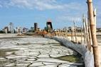 Những vùng nước biển trước đây đang dần biến thành những bãi đất bằng phẳng cho công cuộc xây dựng sắp tới.