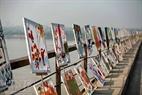 Exposition de peintures « le pont des rêves » réalisées par des enfants handicapés et contaminés par la dioxine.