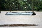 Các huyện ngoại thành ngập chìm trong màn nước lũ mênh mông.