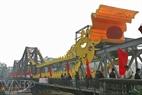 Le pont de Long Biên illuminé.