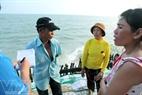 Nhiều năm nay, nỗi lo sập nhà luôn thường trực trong đầu của những người dân ven biển.