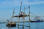 河上渔棚。